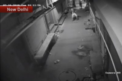 Watch:-Man-does-a-dance-before-burglary-attempt