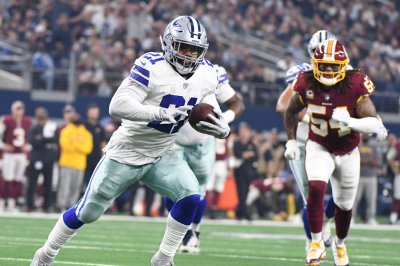Dallas Cowboys' Ezekiel Elliott could sit out season without new contract