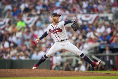 Rangers sign former All-Star pitcher Mike Foltynewicz to 1-year deal