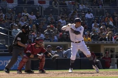 Manny Machado hits building on first home run with Padres