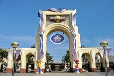 Comcast to buy majority interest in Universal Studios Japan