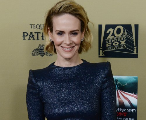 Sarah Paulson, girlfriend Holland Taylor enjoy date night