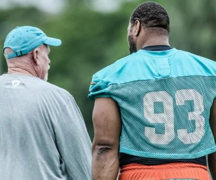 Miami Dolphins glad to have Ndamukong Suh in shape, in town for OTAs