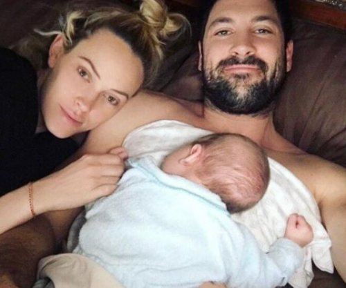 Maksim Chmerkovskiy, Peta Murgatroyd spend Valentine's Day with son