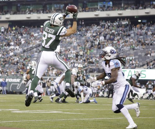 Wide receiver Eric Decker officially signs one-year deal with Tennessee Titans