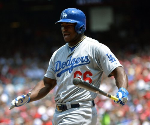 Yasiel Puig's early homer propels Los Angeles Dodgers to win