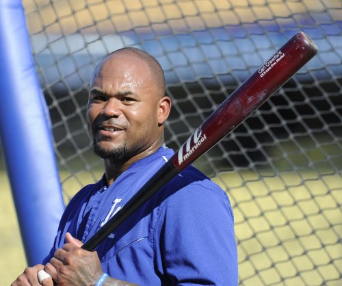 Free agent outfielder Carl Crawford expected to retire