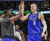 Mavericks' Kristaps Porzingis exits game vs. Pistons with right knee soreness