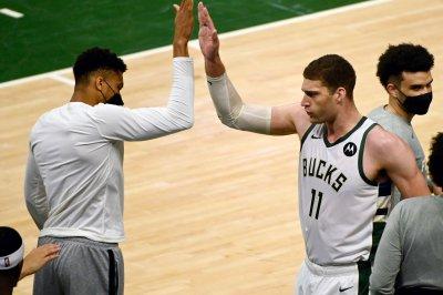 Giannis-less Bucks top Hawks in Game 5 for 3-2 series lead