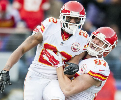 Kansas City Chiefs TE Travis Kelce rips ref over holding call on two-point try