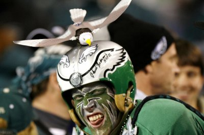 Fans recover, return fumbled phone by Eagles rookie