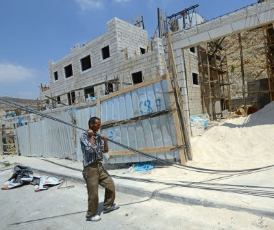 Israeli Cabinet OKs 5,000 more work permits for Palestinians