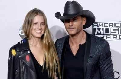 Tim McGraw and daughter Maggie attend 2016 AMAs