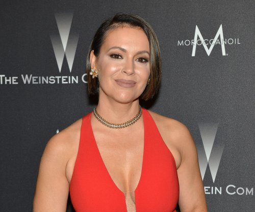 Alyssa Milano to star in The CW pilot 'Insatiable'