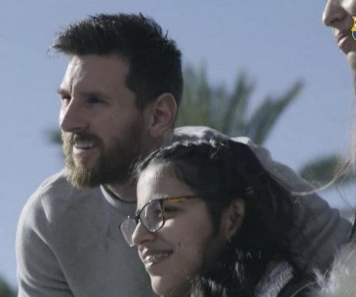 FC Barcelona surprises girl from Aleppo with team bus, Lionel Messi