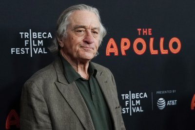 Young Robert De Niro says he 'paints houses' in 'Irishman' trailer