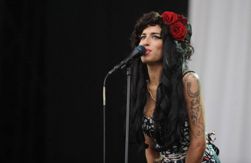 Winehouse performs with Ronson on stage