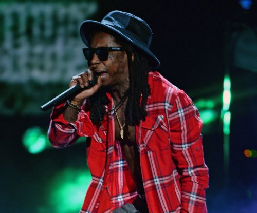Lil Wayne hospitalized with severe seizure, brushes it off on Twitter
