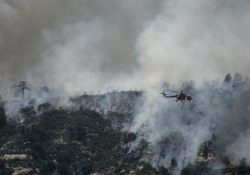 Wildfire on Navajo Nation drives families from homes