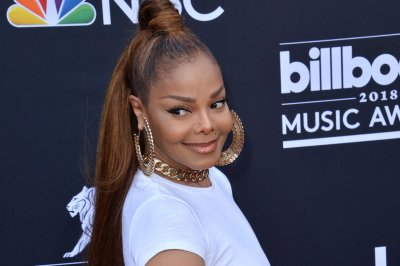 Janet Jackson thanks fans for 'love and support' after dad's death