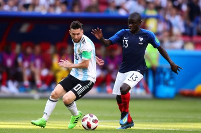 Chelsea signs N'Golo Kante to five-year deal