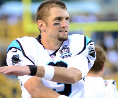 Carolina Panthers sign QB Derek Anderson to two-year extension