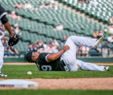 Chicago White Sox 1B Jose Abreu exits game vs. Kansas City Royals with mild injury
