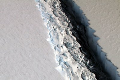 Antarctic iceberg A-68 is on the move after year-long standstill