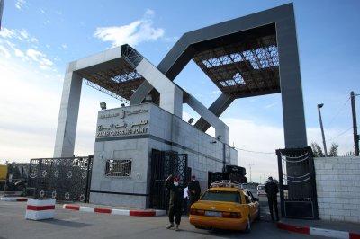Egypt, Gaza reopen border for three days