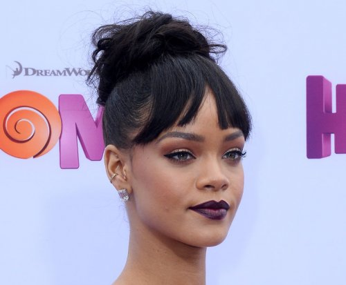 Rihanna dismisses Leonardo DiCaprio dating rumors
