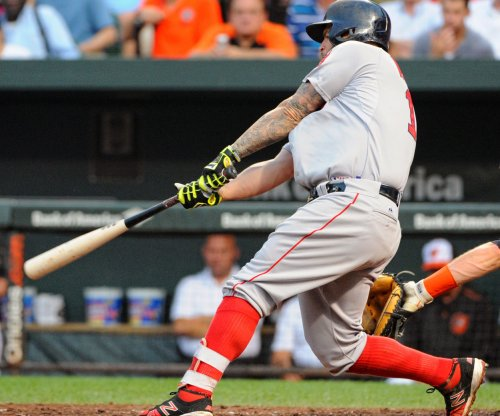 Mike Napoli belts homer to lift Boston Red Sox past Tampa Bay Rays