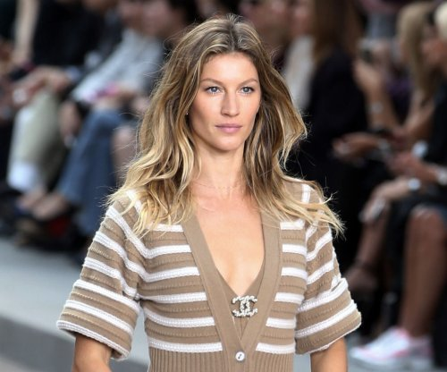 Gisele Bundchen teaches Jimmy Fallon her runway walk