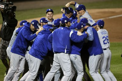 NLCS: Hernandez belts 3 HRs to give Dodgers first NL pennant since '88