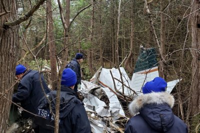 得克萨斯州家庭的5间7人在加拿大坠机身亡