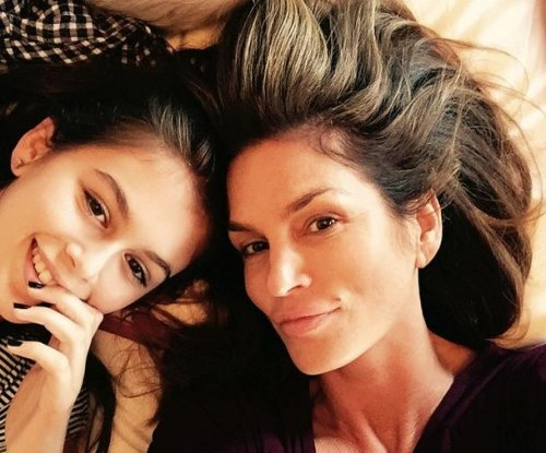 Cindy Crawford, daughter Kaia Gerber pose for selfie