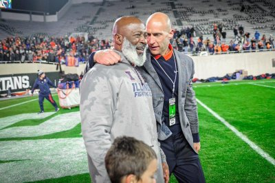 Illinois fires head football coach Lovie Smith after five seasons