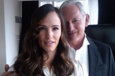 Jennifer Garner wishes 'spy daddy' Victor Garber a happy birthday