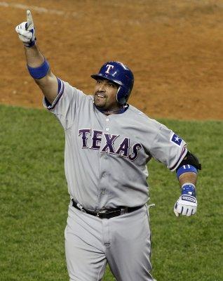 MLB: Texas 10, New York Yankees 3