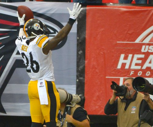 Bell sets record as Pittsburgh Steelers beat Atlanta Falcons