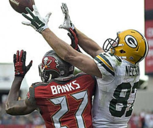 Green Bay Packers rout Tampa Bay Buccaneers to secure playoff spot