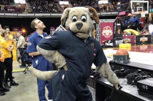 Cleveland Cavaliers' Moondog sinks half-court shot
