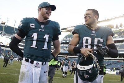 Zach Ertz: Philadelphia Eagles TE exits with possible head injury