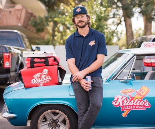 Kris Bryant pretends to be pizza guy, pranks fantasy league