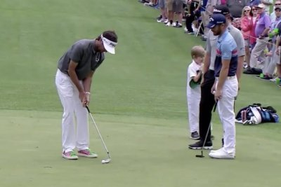 Bubba Watson pulls off unbelievable trick putt at Masters Par 3 Contest