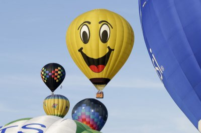 Colorful hot air balloons fill N.J. skies for annual festival