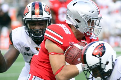 College Football Roundup: Minus Meyer, Buckeyes put on air show