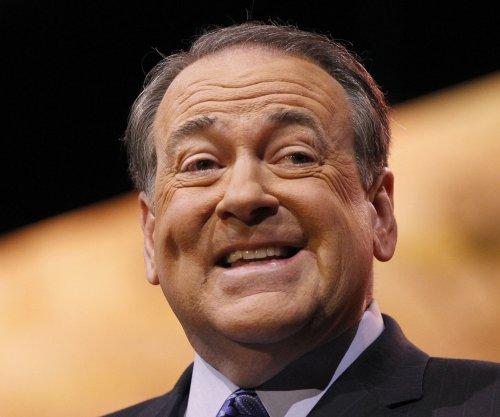 Mike Huckabee ends tenure on Fox to mull 2016 presidential bid