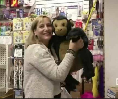 New York woman buys out entire toy store for homeless kids