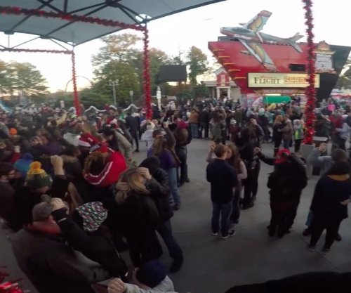 More than 800 couples kiss under mistletoe at Six Flags parks