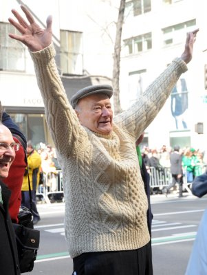 Ed Koch undergoes gall bladder surgery